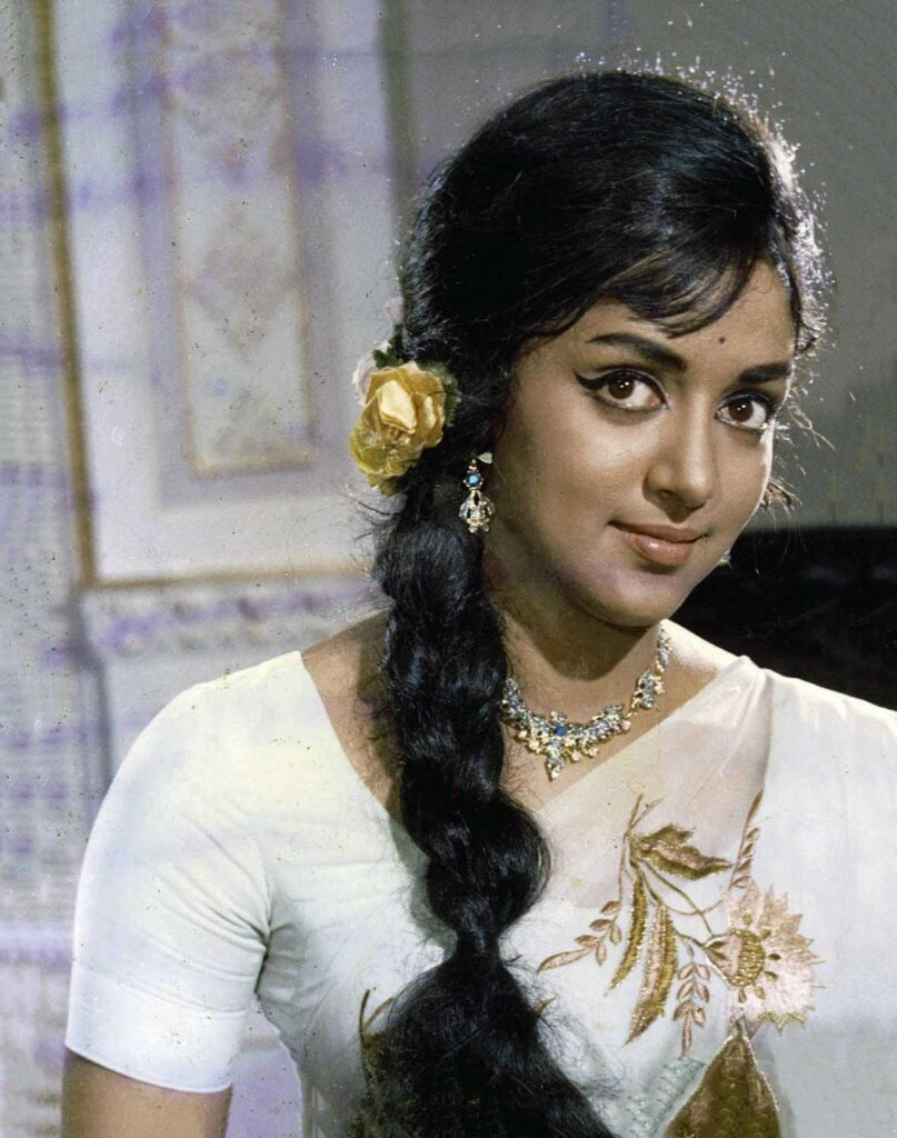 old bollywood heroine hairstyle