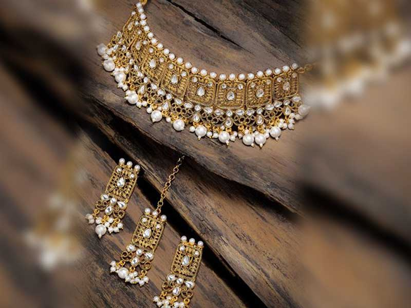 Gold Kundan and Pearl Jewellery Set